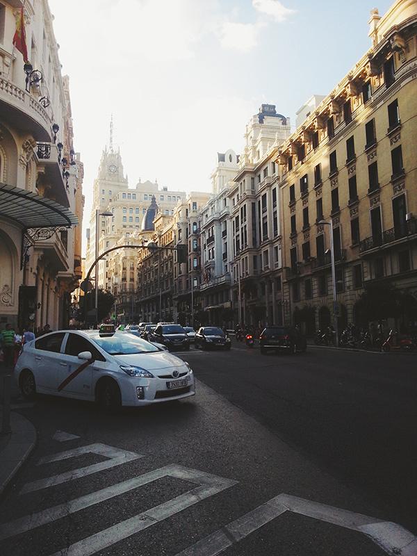 Puesta de sol en Gran Via Madrid, lena Karelova fotogrfía