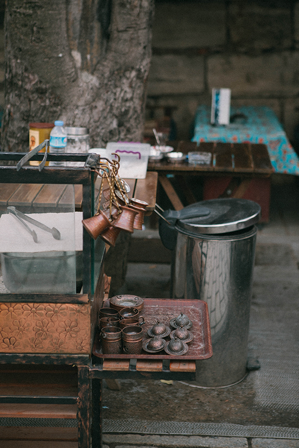 Café turco en Estambul, al lado de la Mezquit Azul. Lena Karelova fotografía de viajes