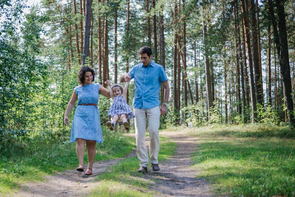 Outdoor family portraits. Professional family photos. Lena Karelova wedding and family photography, Barcelona