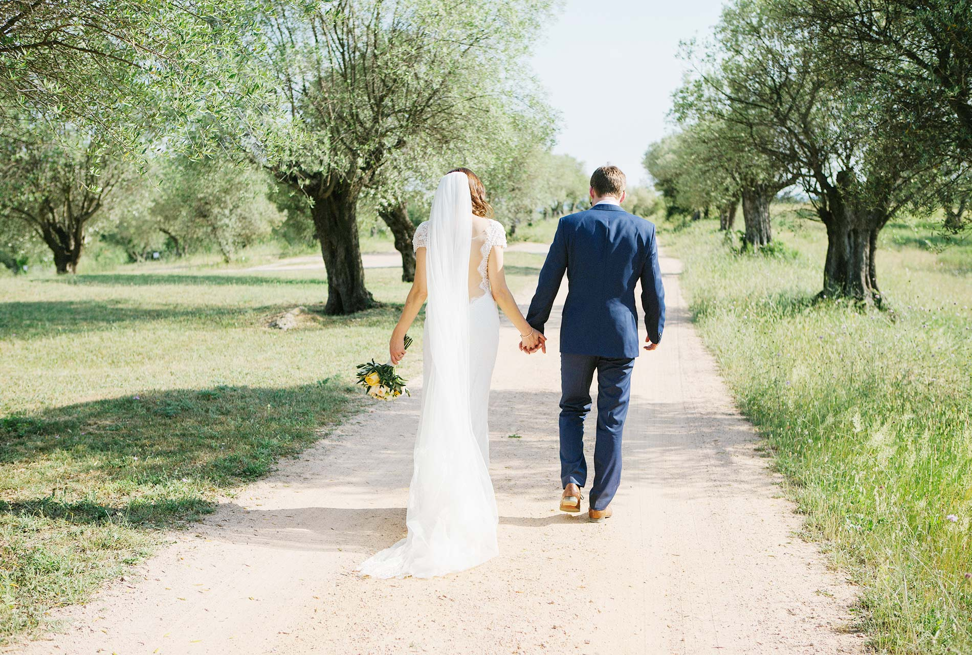 Castell de Emporda wedding photogaphy. Destination wedding photographer Spain.