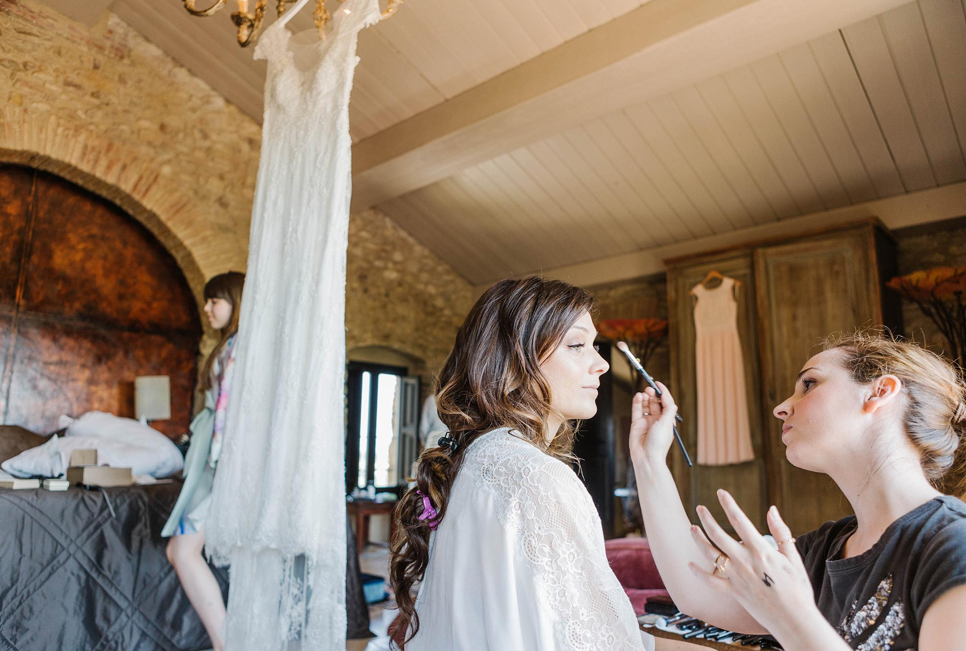 Wedding make up. Bride's details. Wedding decarations. Castell de Emporda wedding photogaphy. Destination wedding photographer Spain.