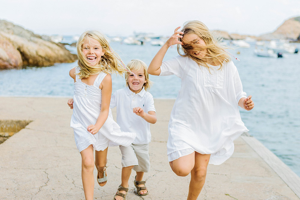 Family photography Costa Brava. Lena Karelova - photographer based in Barcelona, Costa Brava and all Spain.