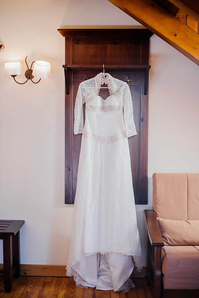 Winter wedding in spain lena karelova wedding photographer for Can t decide on wedding dress