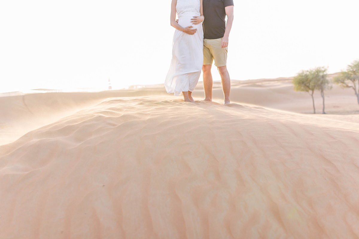 cute-pregnancy-photos-in-desert-dubai