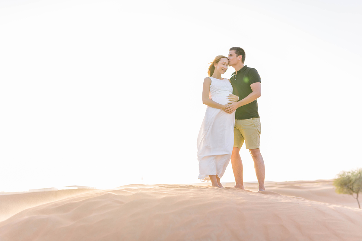 cute-pregnancy-photos-in-dubai-desert