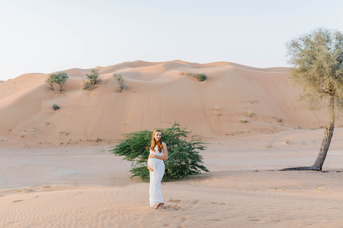 maternity-photoshoot-in-dubai-desert-for-alona