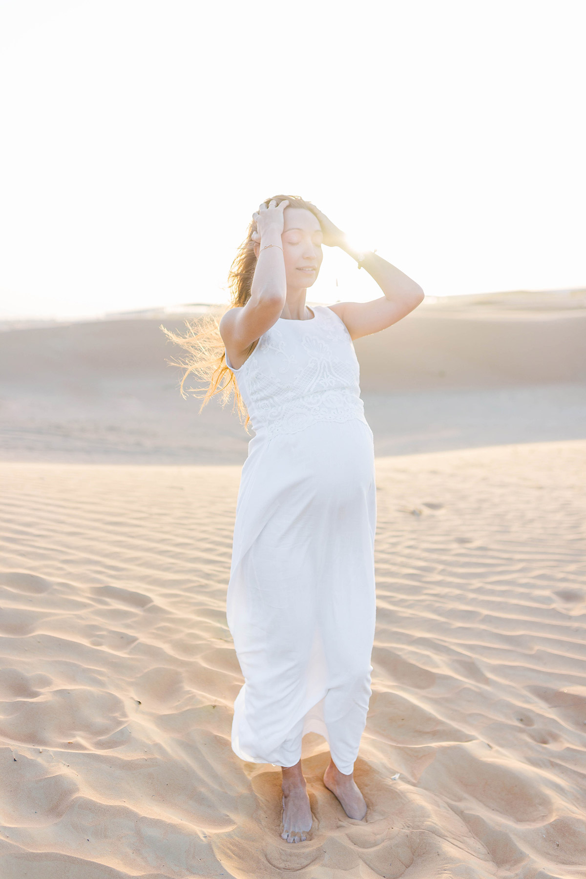 maternity-photoshoot-in-dubai-desert-uae