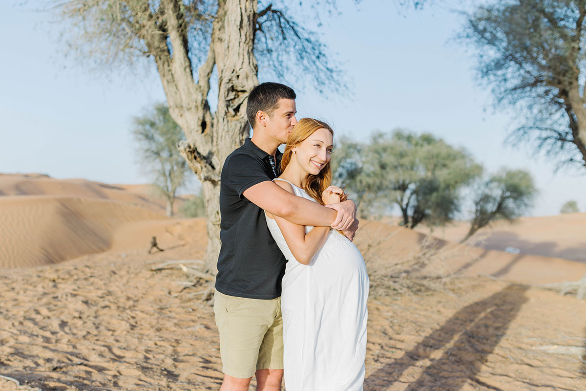 unique-maternity-photoshoot-in-dubai-desert