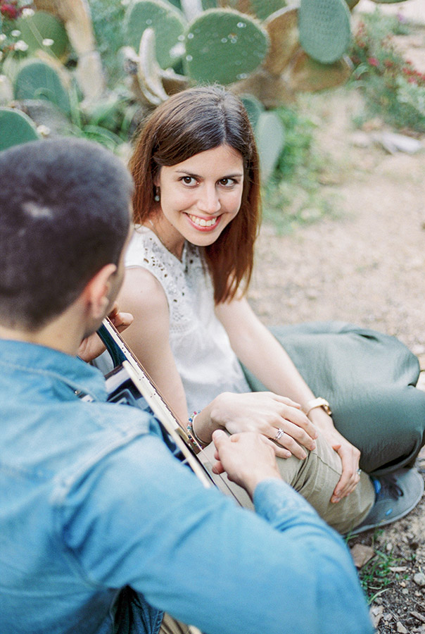 Couple in the park| Barcelona engagement photographer | Film Wedding Photographer | Lena Karelova Photographer in Barcelona | Fine Art Photography