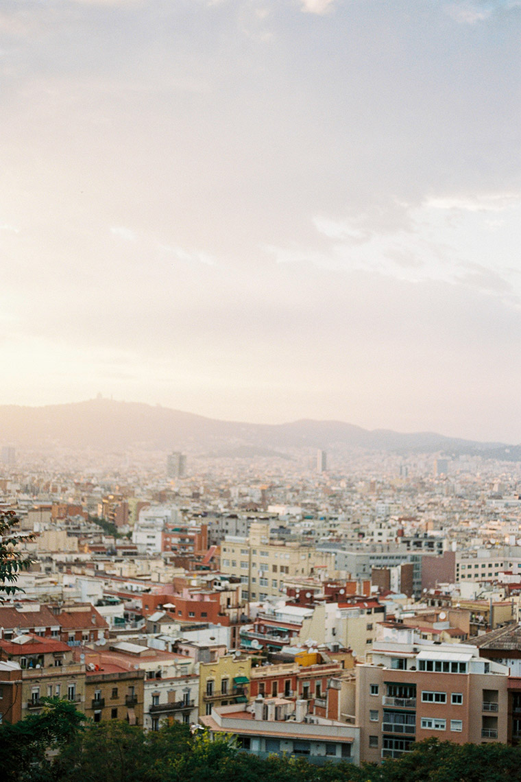 Sunset in Barcelona, Montjüic | Barcelona engagement photographer | Film Wedding Photographer | Lena Karelova Photographer in Barcelona | Fine Art Photography