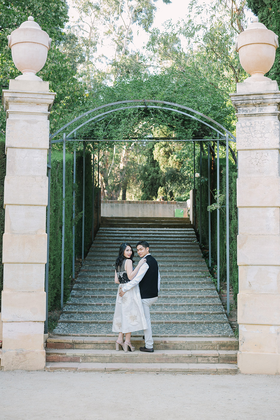 Classic and elegant engagement at Labyrinth Park | Elegant pre wedding photoshoot Barcelona |Engagement photographer Barcelona | Fine Art Photography